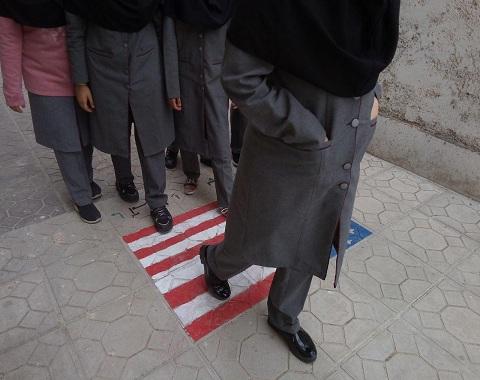 نواختن زنگ استکبارستیزی و شرکت در راهپیمایی